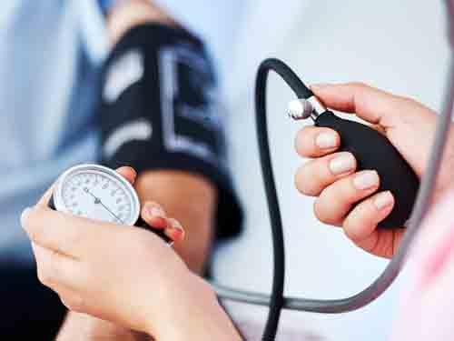 چگونه کلسترول بالای خون میواند به منجر به بالا رفتن فشار خون شود؟